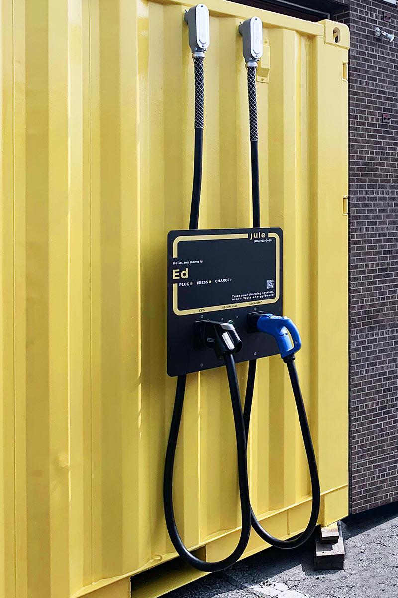 Schnellladestationen für Elektrofahrzeuge auf dem Trans-Canada Highway – sicher mit Bender-Technik